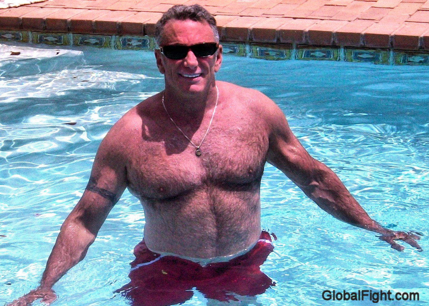 musclebear webcam daddy swimming