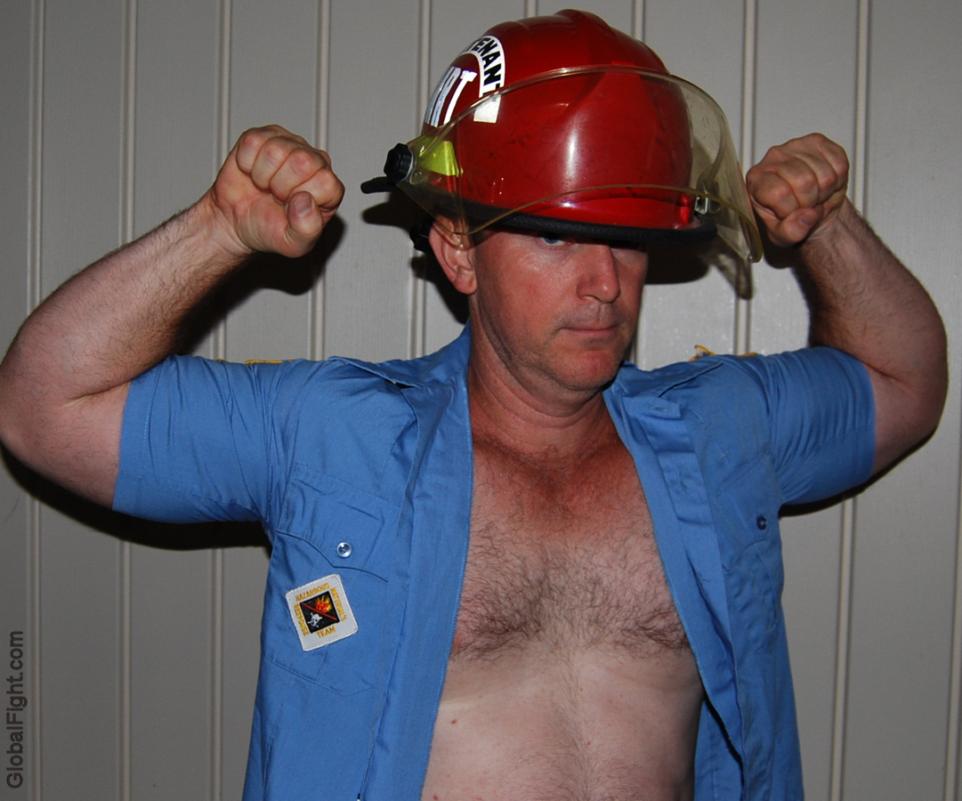musclebear webcam fireman flexing